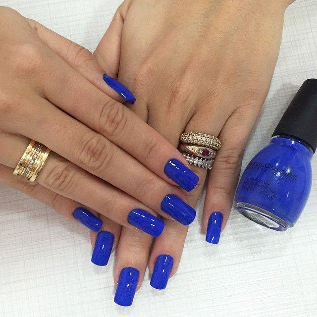 Em um caso de amor com esse esmalte!  Não é lindo demais? É da marca SinfulColors, cor: Endless Blue 1052  obrigada @esmalterianacionalvilaleopoldi vocês arrasam! Gostaram gurias?  #nails