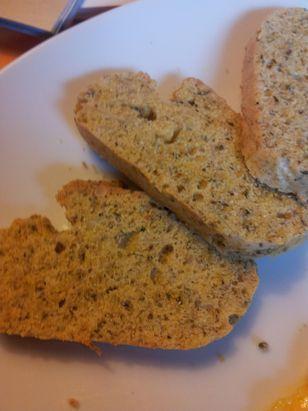 Low Carb Kichererbsenbrot Rezept: Kichererbsenmehl,Nüsse,Margarine,Natron,Salz,Eiweiß,Eigelb,etc