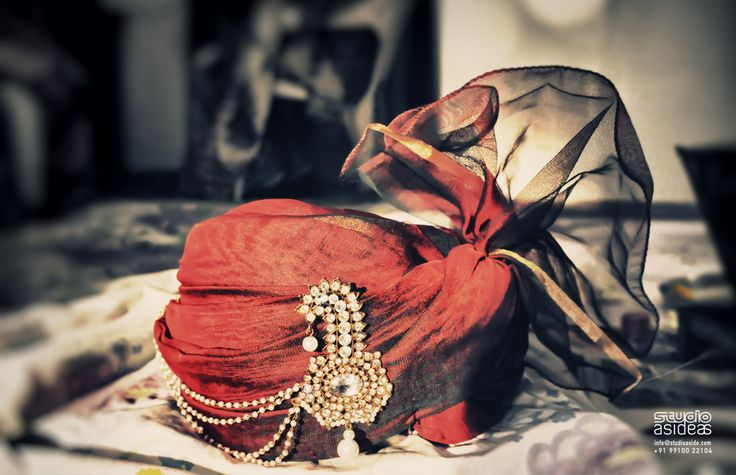 Gaurav's turban before he leaves for the wedding / marriage venue.