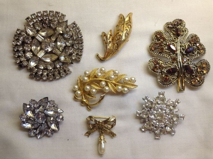 One hour left! Vintage Brooch Lot, 7 Brooches, Rhinestones, Gold And Silver Tones, Julianna?