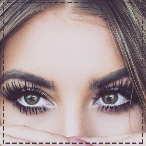 """Ten makijaż zawsze zrobi wrażenie... Pamiętaj, aby kreskę pod okiem rozetrzeć. Dzięki temu unikniesz efektu """"pandy"""" ;)"""