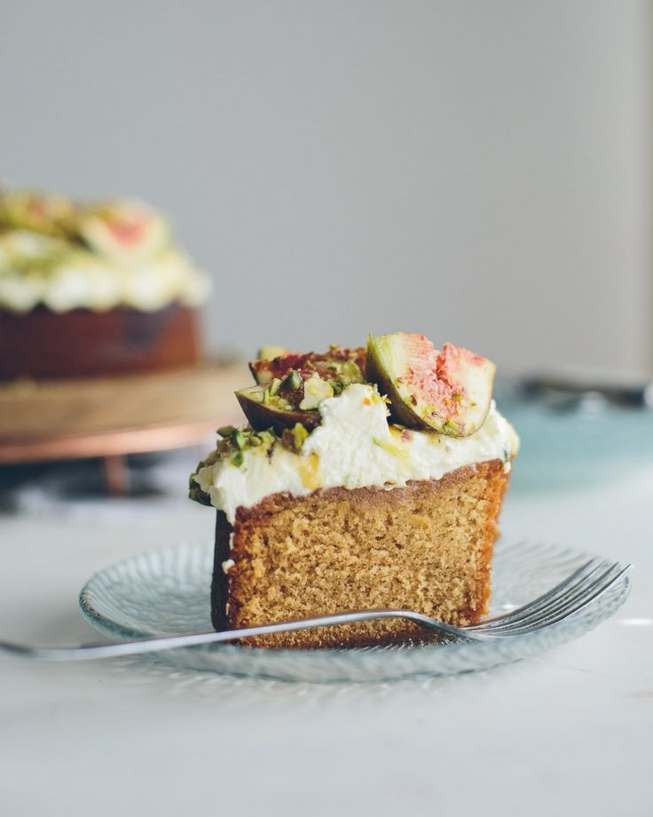 Honey cake with mascarpone, figs and pistachios.