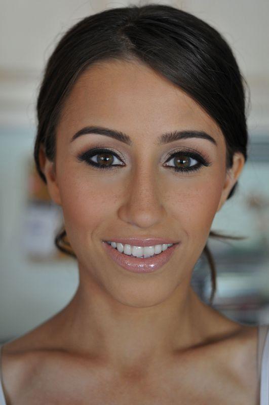Occhi intensi e labbra nude per risaltare un'incarnato olivastro. Scopri chi può aiutarti per realizzare il tuo trucco da sposa: http://www.lemienozze.it/operatori-matrimonio/trucco_e_acconciatura/