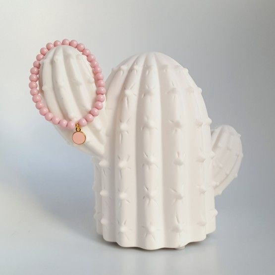 Licht RozearmbandjeaccessoireEenLicht Roze armbandje dat je kunt dragen als accessoire bij fleurige kleding of om je winterkleding wat op te vrolijken! Het handgemaakte armbandje is elastisch, dus makkelijk te dragen en om te doen. Leuk als cadeautje voor jezelf of voor een ander. Ook leuk te combineren met de andere ...