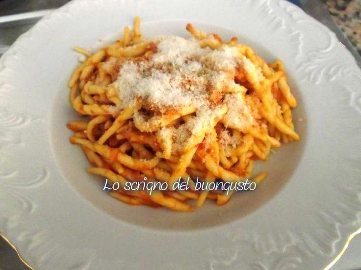 TROFIE AI PEPERONI                                                           CLICCA QUI PER LA RICETTA                                                     #trofie #peperoni #likefood #foodblogs #oleariaclemente  http://loscrignodelbuongusto.altervista.org/trofie-ai-peperoni/