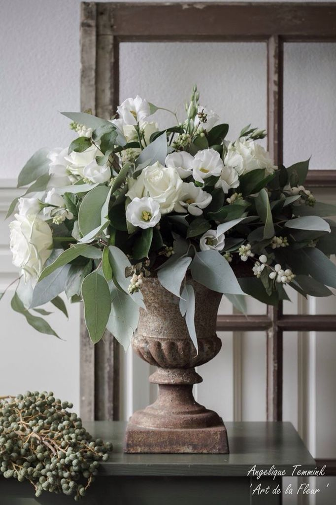 ' Art de la fleur ' Floral , flowers , Angelique Temmink Waalboer , white flowers , boeket , French vase , urn , Franse vaas , Roses , Lisianthus , Eucalypthus , Old Window , Bloemschikken , Workshop.