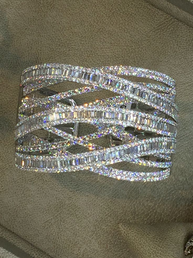 Diamond bangal braclet with bagguettes and round diamonds