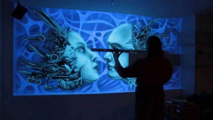 Malowanie murala, mural 3D, biomechanika, malowidło ścienne wykonane w UV, obraz świeci w ciemności, black light mural.