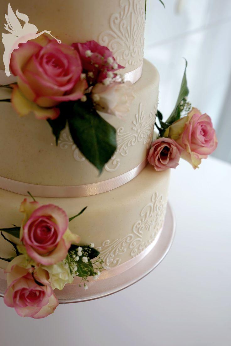 Weddingcake with Marzipan & real Flowers  Hochzeitstorte mit Marzipan und echten Blumen Kuchenfee