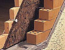 Aislamientos de Corcho, revestimiento de fachadas exteriores con corcho fijado a la mampostería con fijaciones FESIT ISOROK