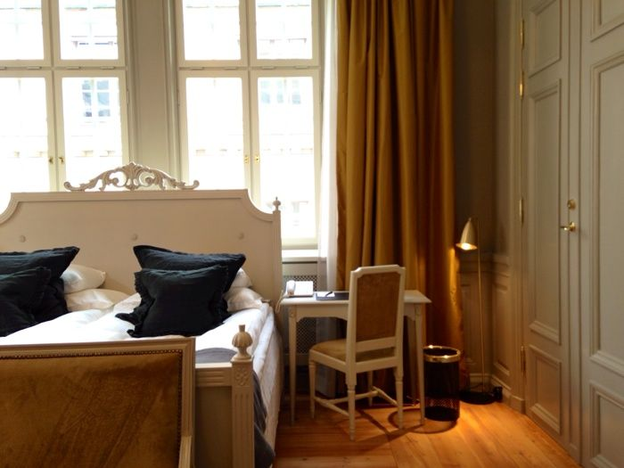 Hotel Kungsträdgården in Stockholm | #gustavian, #scandinavian #bedroom #yellow #nature #swedish #brass #toneontone #suite Styling Garbo Interior. Photo: Ann-Charlotte Jönsson | stiligahem.se