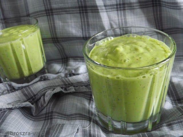 Kipróbált és bevált receptek ...: Zöld smoothie (avokádó, kiwi, saláta)