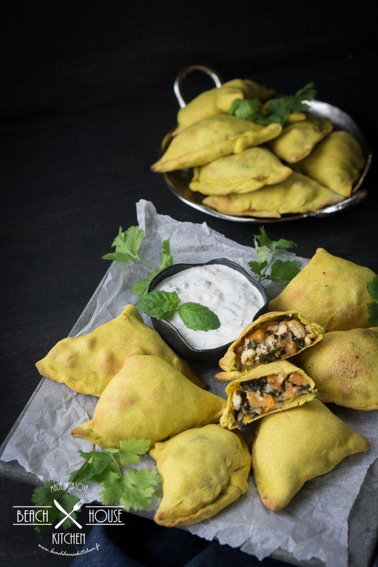 Beach House Kitchen: Intialaiset bataatti-pinaattisamosat ja raikas jogurttidippi
