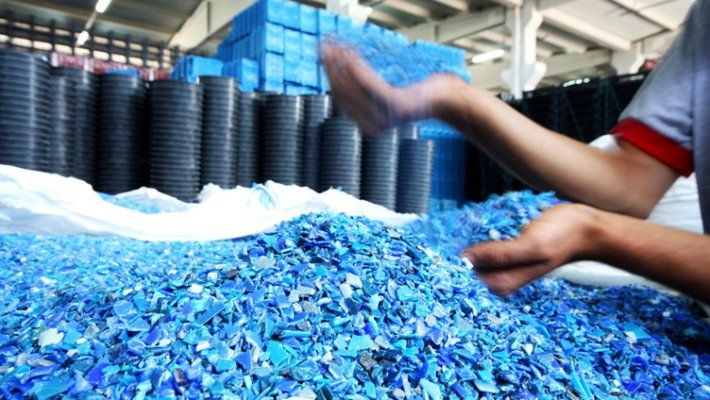 Plastic Container Manufacturers: What Plastic Containers Can Become when Recycled