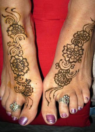 Indian Foot Jewelry | Lately, I've felt like having mehendi (henna) on my feet. I got the ...