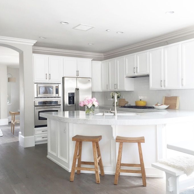 It's fun to dream of the perfect kitchen. We all do it, tearing out images from magazines and pinning inspirations on pinterest. But when it's time to pull the trigger, sometimes budgets constraints can keep it from happening. Today, I'm sharing a great example of remodeling a kitchen with an upgraded look on an affordable …