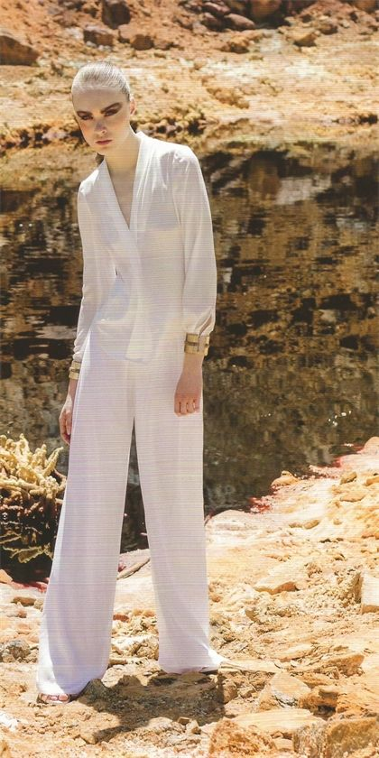 Laura Bernal camisa manga larga blanca