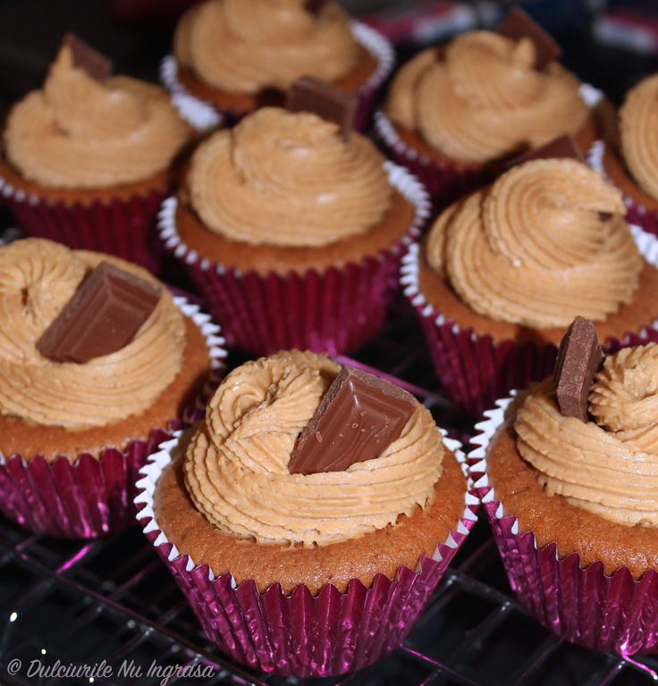 Cupcakes cu Ciocolata si Crema de Arahide (fara zahar, fara unt, fara faina alba, 100% sanatoase)