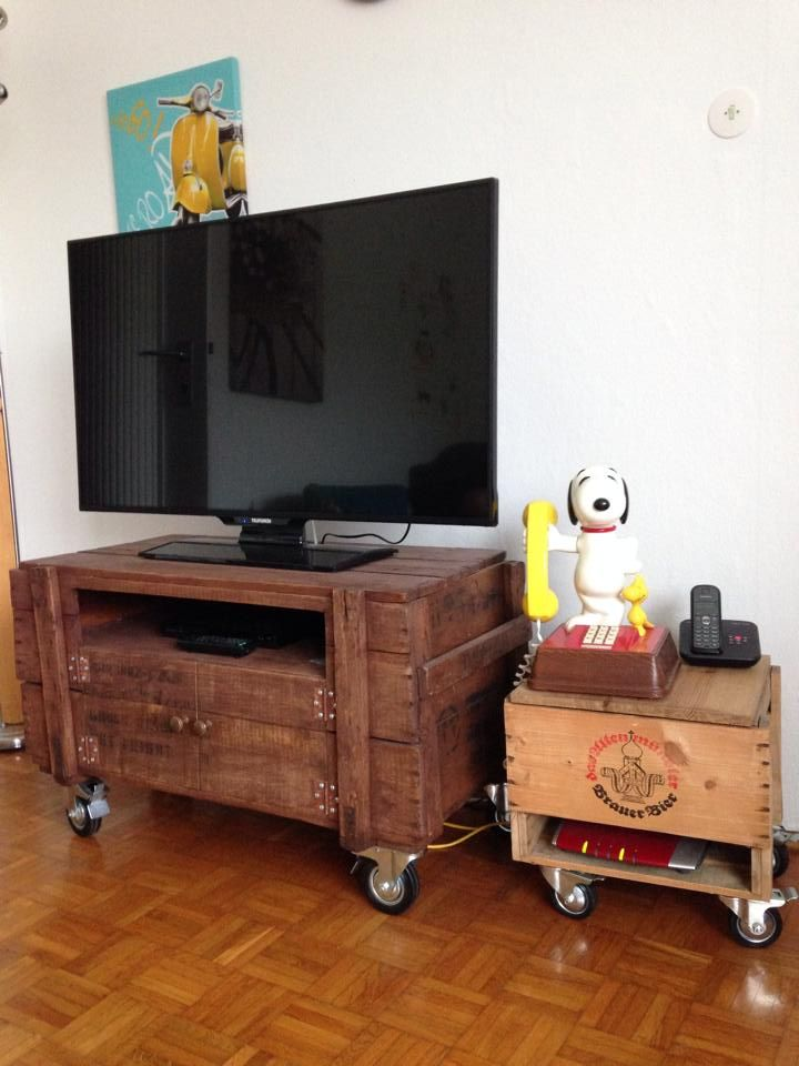 Rustic Pallet TV Stand On Wheels | 99 Pallets