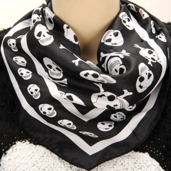 Skull scarf -> http://www.outfit-online.ro/accesorii/esarfe/19-accesorii/20-esarfe/esarfa-cu-cap-de-mort.html