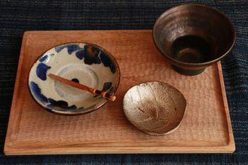 小沢賢一さんのトレイに和食器を置くとトレイだけでなく、1つ1つの食器がより際立ちます。 ごはんもより美味しそうに見せてくれそうですね。