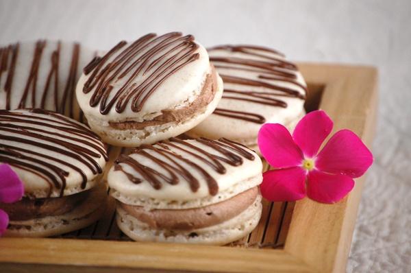 Cinnamon Chocolate Macarons