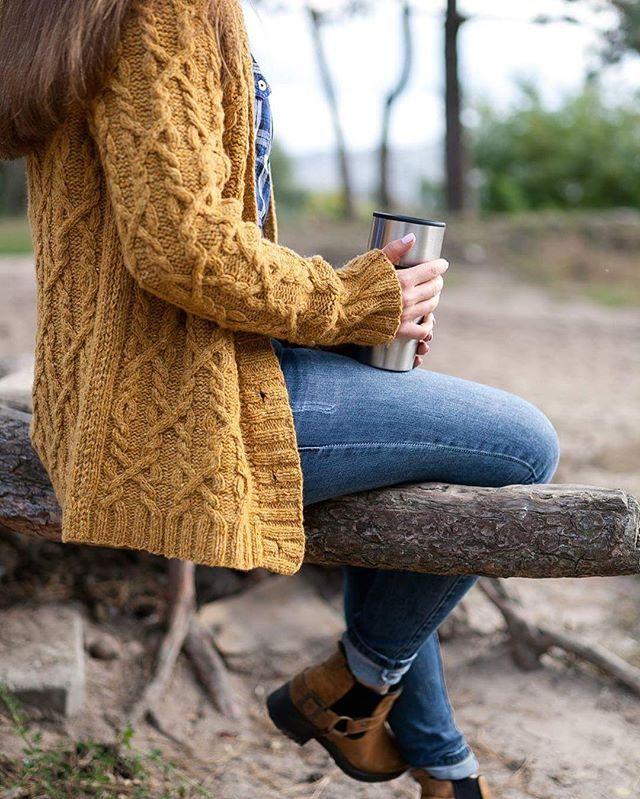 Долгожданные фотографии)) Как в пословице - обещанного три года ждут😂 Доченька, спасибо! Теперь краткое описание 😜 : Кардиган @Snoqualmie от Бруклин Твид, пряжа - твид@Soft Donegal с замечательного магазина @shkatulka.biz #kasanaskad #knitting #brooklyntweed #snoqualmie #связановукраине #вяжутнетолькобабушки #knit