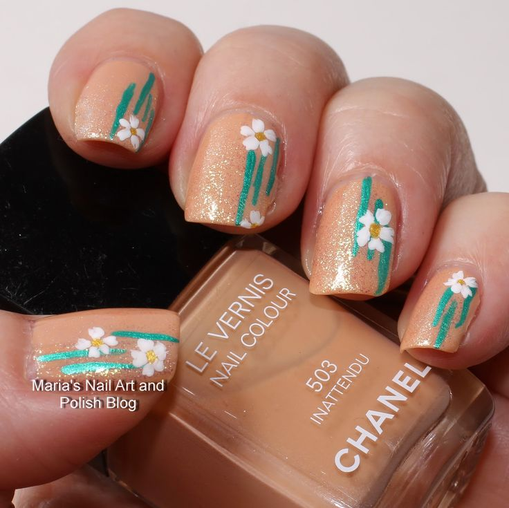 Simple floral nail art: Treachery in the nude