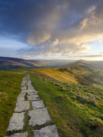 England Travel Inspiration - The Great Ridge Pathway, Mam Tor, Hope Valley, Castleton, Peak District National Park, Derbyshire, UK