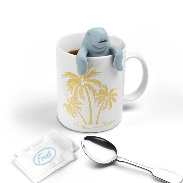 Designerska zaparzaczka do herbaty prosto od Fred & Friends. Przygotuj Manata do nurkowania w Twojej herbacie i ciesz się doskonałym smakiem i aromatem wyselekcjonowanej przez Ciebie mieszanki.