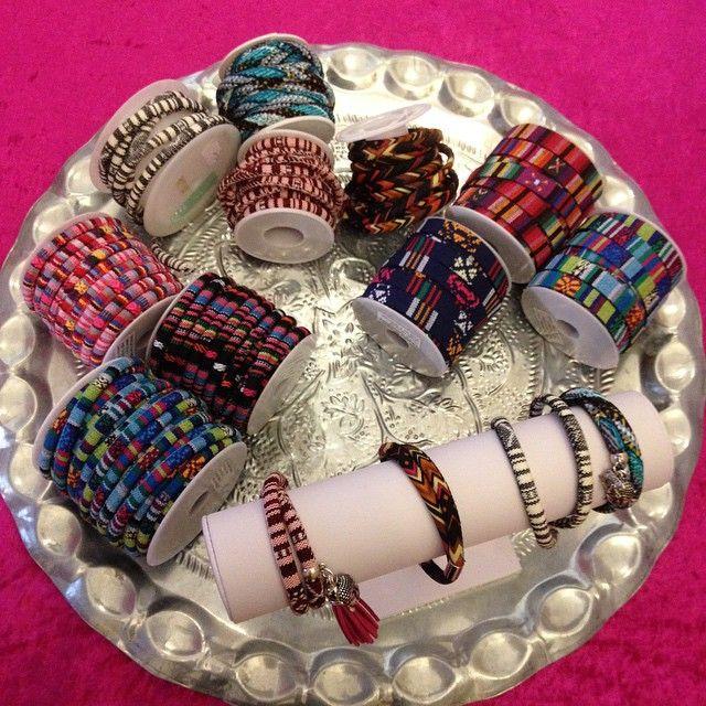 Nieuwe kleuren stoffen band en koord! Leuke vrolijke kleurtjes voor zomerse sieraden. #kralenhandel #kralen #koord #armbanden #zomer #ibiza #bohemian #sieraden #sieradenworkshops #DIY #beads  #bedels