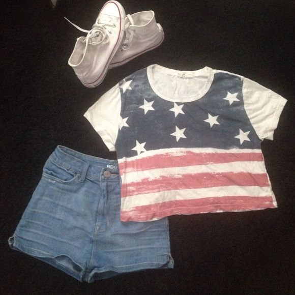 American flag crop top 🇺🇸 Crop top from urban outfitters. Size small, fits in a boxy shape. Only worn once. Urban Outfitters Tops Crop Tops