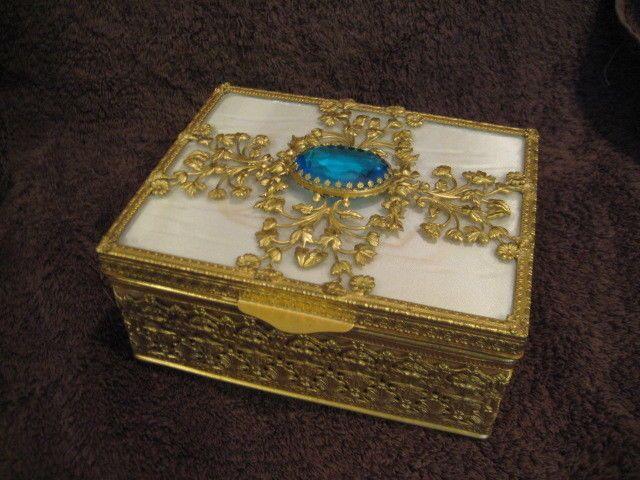 Vintage Lg Filigree Jewelry Trinket Box w/ Jeweled Top & Lift Out Tray