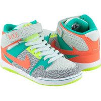 Nike shoes....ME WANT.