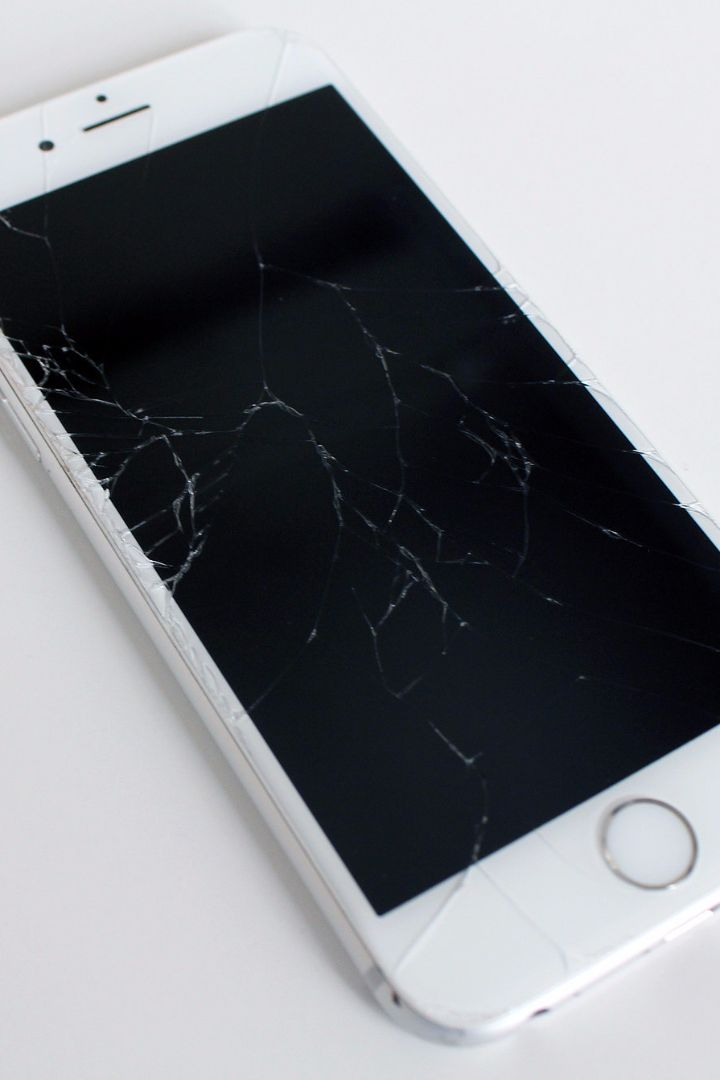 A Superconvenient Solution For When Your Phone Screen Cracks
