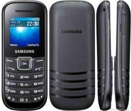 """Mobilni telefon E1200 black SAMSUNG Mobilni telefon Samsung E1200, Black je jedan od osnovnijih modela telefona za svakodnevnu upotrebu.  Telefon poseduje numeričku tastaturu i najosnovnije funkcije.  Ekran ovog telefona je 1.52"""" TFT LCD 128 x 128."""