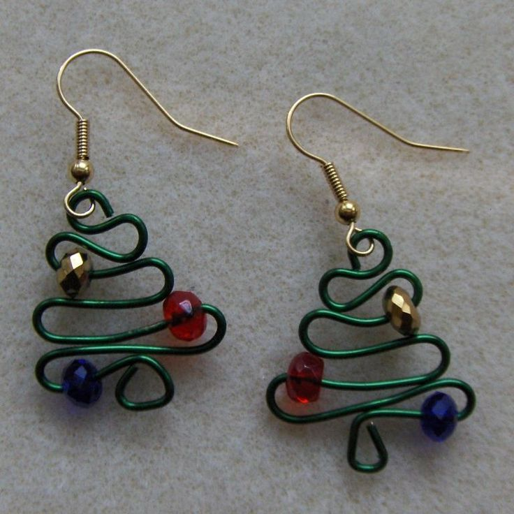 This tutorial is my gift to you just in time for the Holiday Season. Make these adorable earrings for yourself or as gifts to your friends and family. Theyre easy to make but do require that youd have a Thing-A-Ma-Jig tool or a Wig Jig tool. For the more advanced wire workers, youd probably can figure this pattern out by just using a pair of round nose pliers to make them.