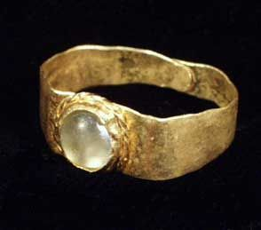 there is something so beautiful about ancient jewelry