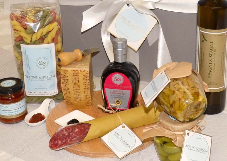 A fantastic #Italian #Food selection Gift Box #pasta #sauce #parmigianoreggiano #cheese #salami #vinegar #appetizer