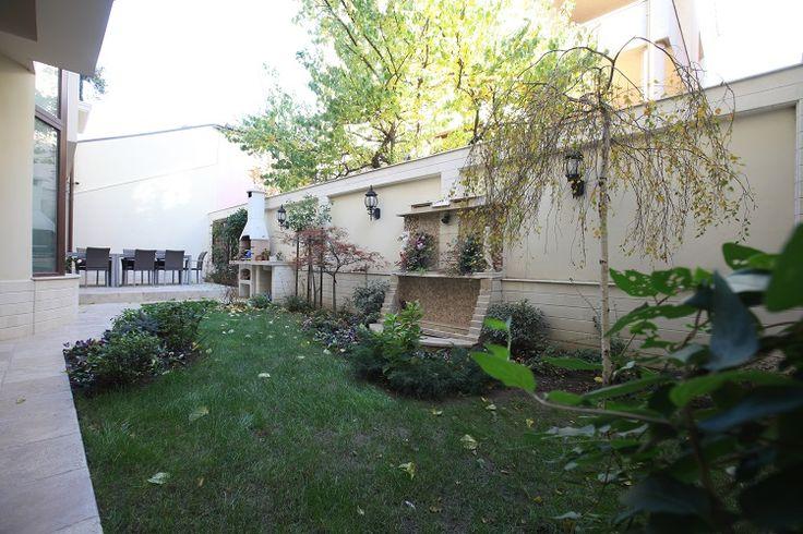 În Constanţa: o casă cu două curţi foarte bine amenajate | CasaMea