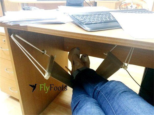 Гениальное изобретение пр-ва России — офисный мини-гамак для ног под рабочим столом http://FlyF… | Корпорация Зла MIX. Сарказм, Юмор