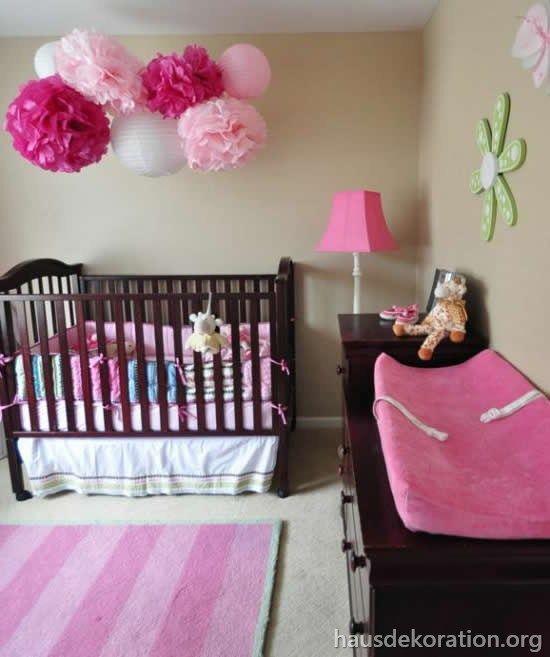 2013 02 Babyzimmer Dekorieren Madchen Rosa Pompoms Wickeltisch