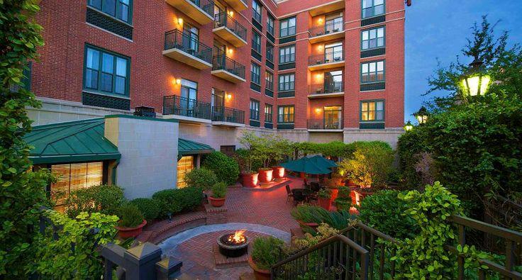 Downtown Savannah Hotels: Courtyard by Marriott hotel in Savannah GA historic district