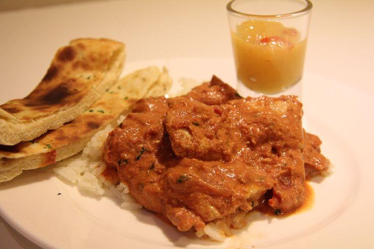 Kylling tikka masala er en klassisk indisk rett. Deilig og smakfull med masse gode krydder. Jeg kan anbefale denne på det sterkeste! Jeg lager gjerne stor porsjon, sånn at jeg og mannen kan ta med ...