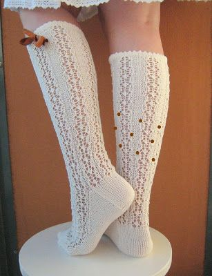 This is/was my first attempt to write and publish a sockpattern in english, and oh boy it was hard! I apologise allready if someone get's gr...