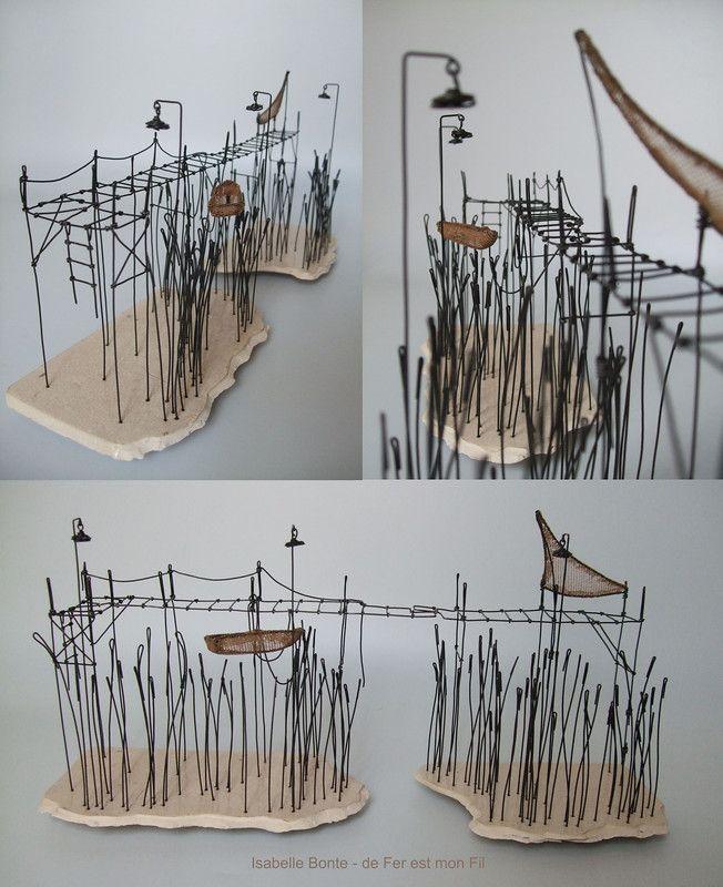 ° ponton du lac (05) fil de fer, tarlatane teintée & céramique (émaillage craquelé) H 16 x 34 x 9,5 cm