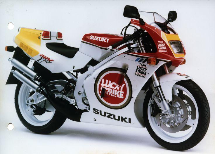 Suzuki RGV250 Modell 1991 - offizielles Pressefoto - Sondermodell Lucky Strike - davon wurden 500 gebaut.