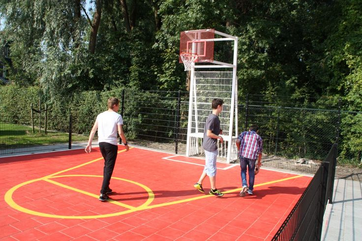 Sportief plezier op schoolpleinen in Amsterdam en Monnickendam.
