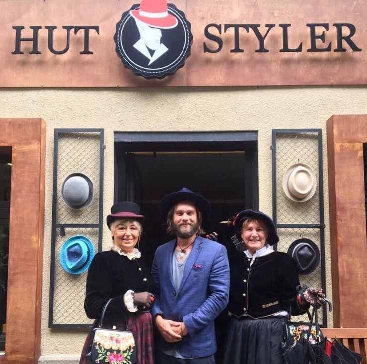 Vielen Dank für die tollen Nikolaifestspiele 2017! Rob hat sich sehr über die zahlreichen Hut-Shopper gefreut. ;)   #nikolaifestspiele #hutstyler #hats #deinehüteausberlin #hüte #zylinder #fashion #style #mutzumhut #tophats #berlin