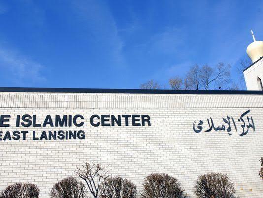 """Surat Kaleng anti-Islam tersebar di Lansing  WASHINGTON (Arrahmah.com) - Organisasi Islam Greater Lansing adalah salah satu di antara banyak organisasi Muslim di seluruh Amerika yang menerima fotokopi surat tulisan tangan anti-Islam pekan ini seperti dilansir Lansing State Journal Jum'at (2/12/2016).  Surat yang mengutip kemenangan presiden Donald Trump dan mengancam """"Muslim akan menerima apa yang Hitler lakukan terhadap orang-orang Yahudi"""" diidentifikasi terkirim dari bagian California…"""